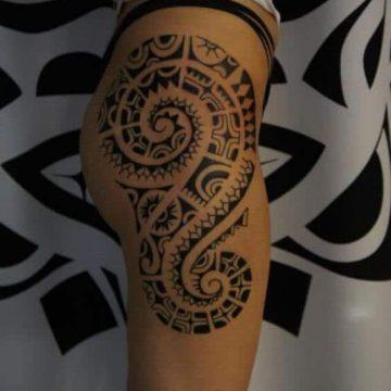 Tatouage Tribal femme : 50+ idées de tatouages et sa signification 60