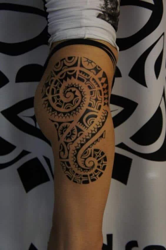 Tatouage Tribal femme : 50+ idées de tatouages et sa signification 50