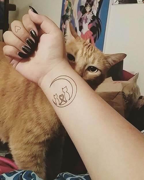 Tatouage poignet femme : 25+ idées de tatouages et leurs significations 1
