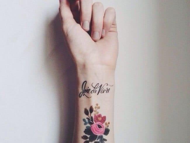 Tatouage poignet femme : 25+ idées de tatouages et leurs significations 3