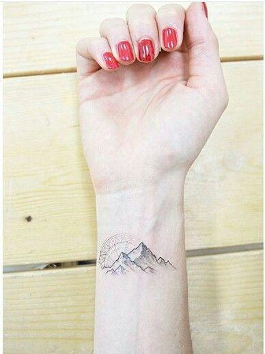 Tatouage poignet femme : 25+ idées de tatouages et leurs significations 8
