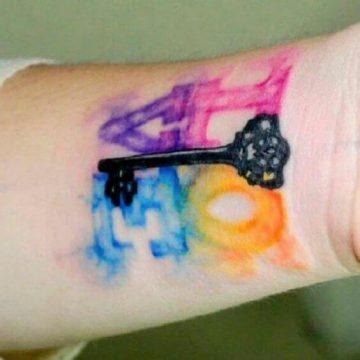 Tatouage poignet femme : 25+ idées de tatouages et leurs significations 61