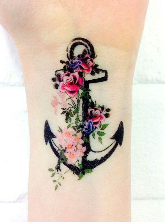 Tatouage poignet femme : 25+ idées de tatouages et leurs significations 14
