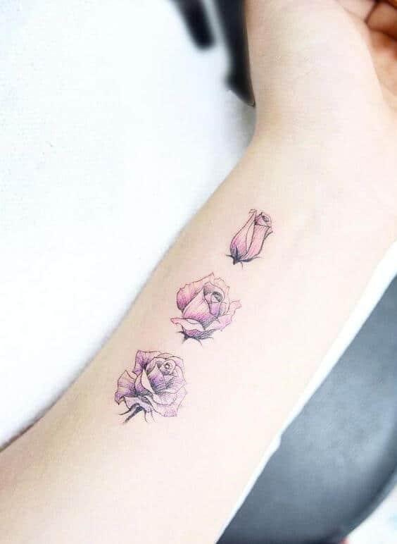 Tatouage poignet femme : 25+ idées de tatouages et leurs significations 17