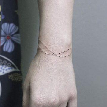 Tatouage poignet femme : 25+ idées de tatouages et leurs significations 74