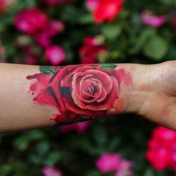 Tatouage poignet femme : 25+ idées de tatouages et leurs significations 77