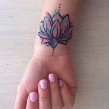 Tatouage poignet femme : 25+ idées de tatouages et leurs significations 90
