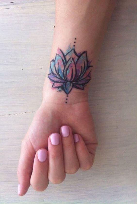 Tatouage poignet femme : 25+ idées de tatouages et leurs significations 39