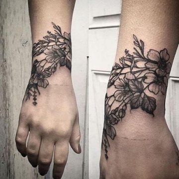 Tatouage poignet femme : 25+ idées de tatouages et leurs significations 92