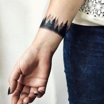 Tatouage poignet femme : 25+ idées de tatouages et leurs significations 94