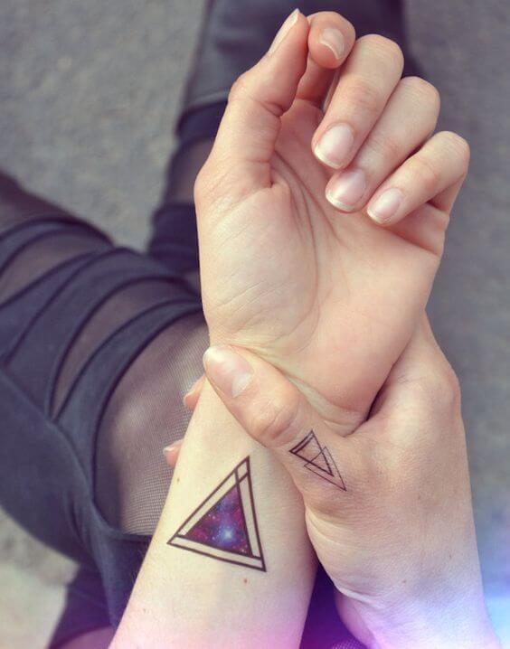 Tatouage poignet femme : 25+ idées de tatouages et leurs significations 45
