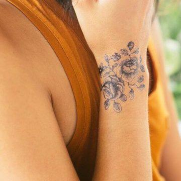 Tatouage poignet femme : 25+ idées de tatouages et leurs significations 97