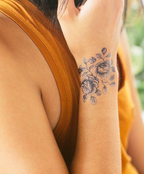 Tatouage poignet femme : 25+ idées de tatouages et leurs significations 46