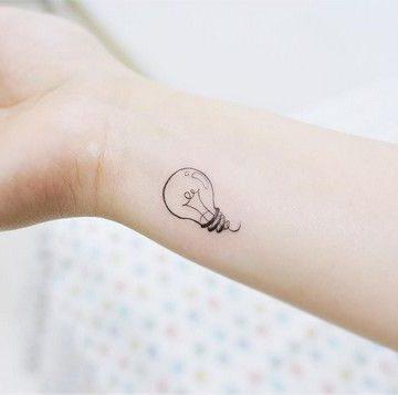 Tatouage poignet femme : 25+ idées de tatouages et leurs significations 102
