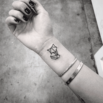 Tatouage abstrait femme : 25+ idées de tatouages et sa signification 8