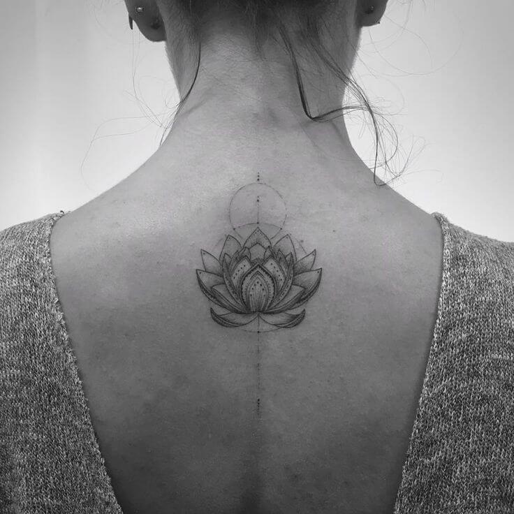 Tatouage abstrait femme : 25+ idées de tatouages et sa signification 10