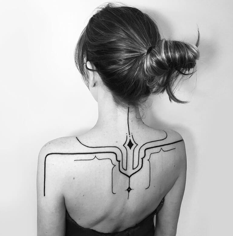 Tatouage abstrait femme : 25+ idées de tatouages et sa signification 12