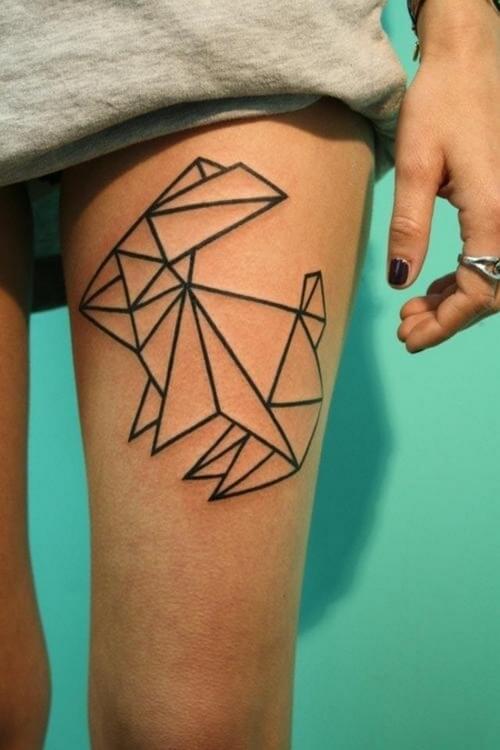 Tatouage abstrait femme : 25+ idées de tatouages et sa signification 14