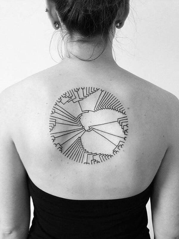 Tatouage abstrait femme : 25+ idées de tatouages et sa signification 15