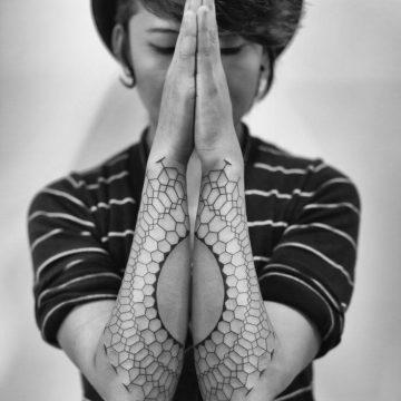 Tatouage abstrait femme : 25+ idées de tatouages et sa signification 17