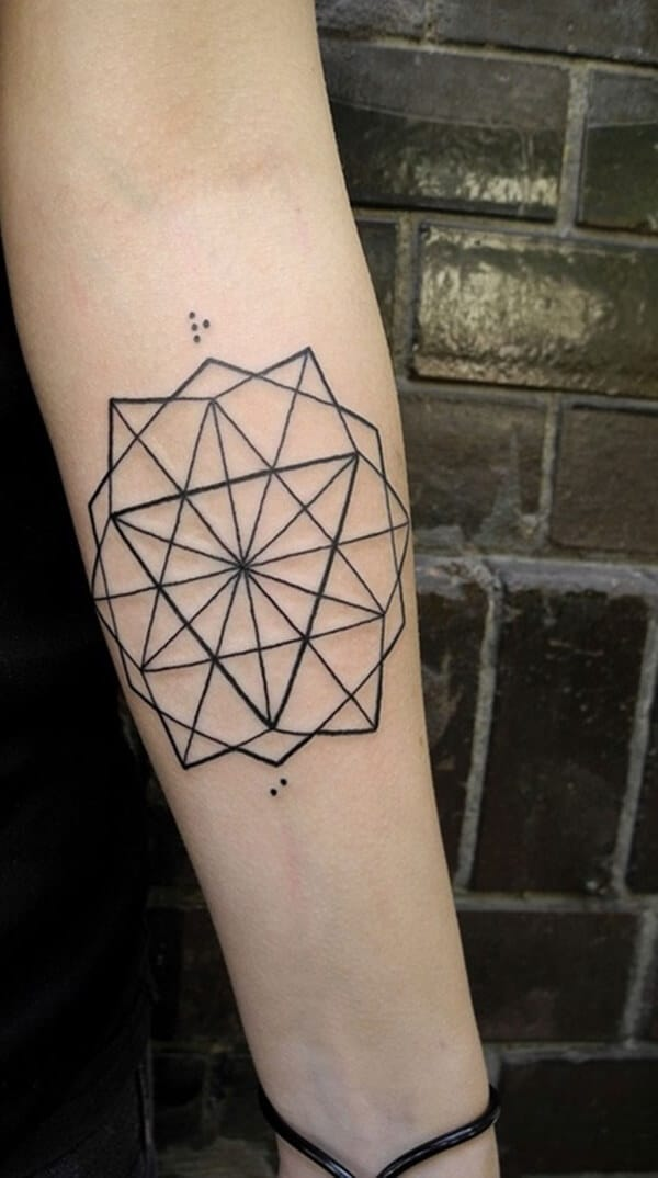 Tatouage abstrait femme : 25+ idées de tatouages et sa signification 18