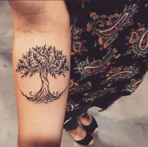 Tatouage femme arbre de vie : 10+ idées de tatouages et leurs significations 6
