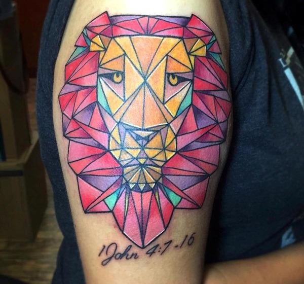 Tatouage lion femme : 30+ idées de tatouages et sa signification 14