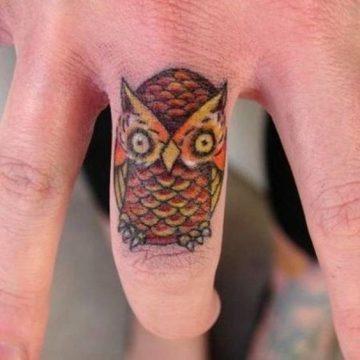 Tatouage main femme : 30+ idées de tatouages et leurs significations 29