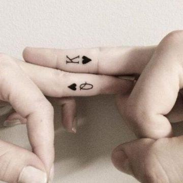 Tatouage main femme : 30+ idées de tatouages et leurs significations 31
