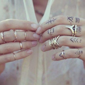 Tatouage main femme : 30+ idées de tatouages et leurs significations 35