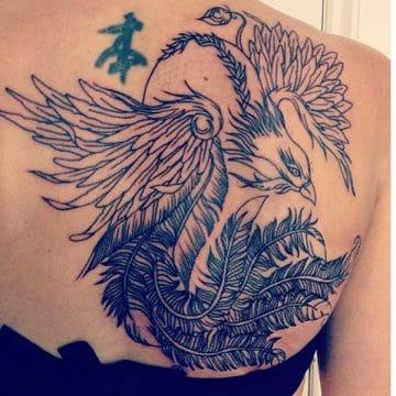 Tatouage phoenix femme : 45+ idées de tatouages et leurs significations 36