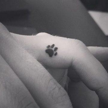 Tatouage doigt femme : 20+ idées de tatouages et sa signification 40