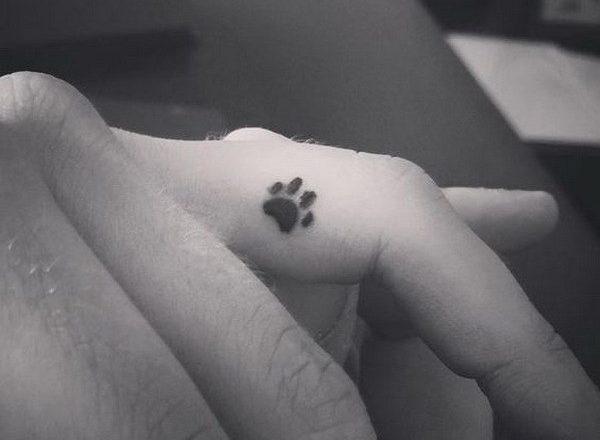 Tatouage doigt femme : 20+ idées de tatouages et sa signification 1