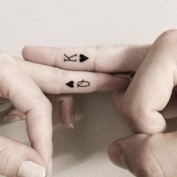 Tatouage doigt femme : 20+ idées de tatouages et sa signification 18