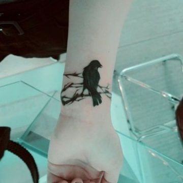 Tatouage main femme : 30+ idées de tatouages et leurs significations 42