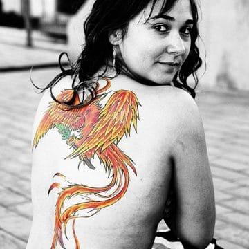 Tatouage phoenix femme : 45+ idées de tatouages et leurs significations 49