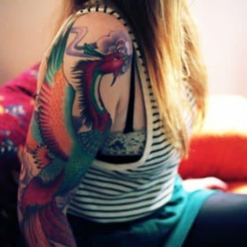 Tatouage phoenix femme : 45+ idées de tatouages et leurs significations 27
