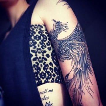 Tatouage phoenix femme : 45+ idées de tatouages et leurs significations 44