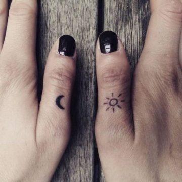 Tatouage doigt femme : 20+ idées de tatouages et sa signification 28