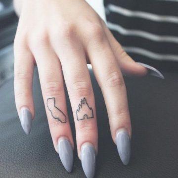 Tatouage doigt femme : 20+ idées de tatouages et sa signification 29