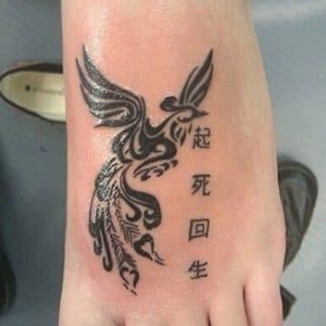 Tatouage phoenix femme : 45+ idées de tatouages et leurs significations 37