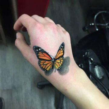Tatouage main femme : 30+ idées de tatouages et leurs significations 30