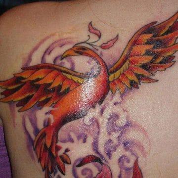 Tatouage phoenix femme : 45+ idées de tatouages et leurs significations 63