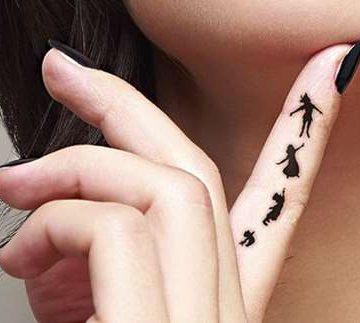 Tatouage doigt femme : 20+ idées de tatouages et sa signification 62
