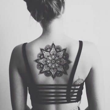 Tatouage mandala femme : 50+ idées de tatouages et leurs significations 115