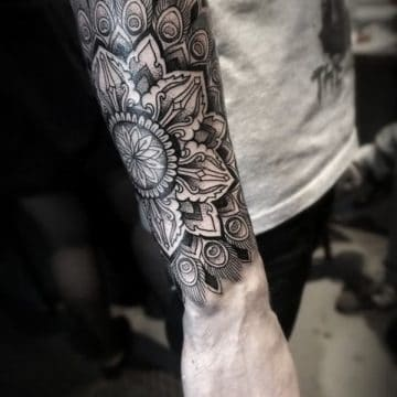 Tatouage mandala femme : 50+ idées de tatouages et leurs significations 102