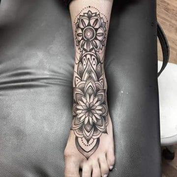 Tatouage mandala femme : 50+ idées de tatouages et leurs significations 200