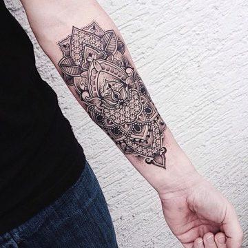 Tatouage mandala femme : 50+ idées de tatouages et leurs significations 199