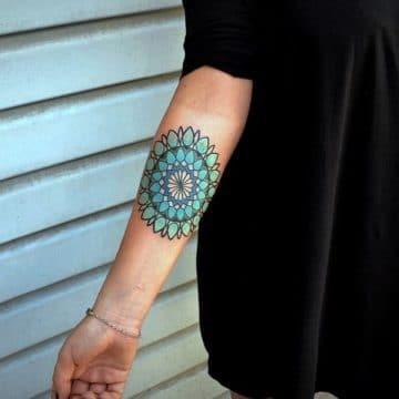 Tatouage mandala femme : 50+ idées de tatouages et leurs significations 198