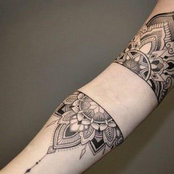 Tatouage mandala femme : 50+ idées de tatouages et leurs significations 195